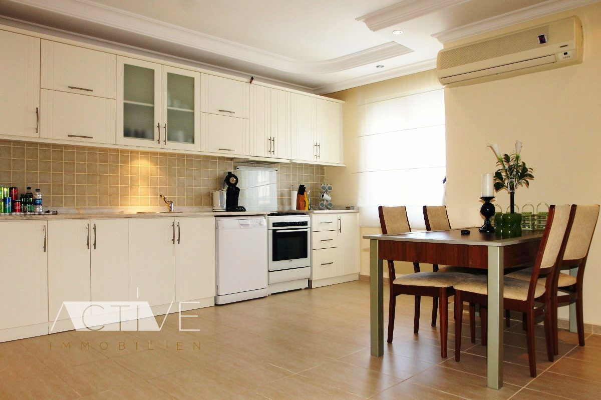 neuer preis nur euro f r zentrales penthaus in. Black Bedroom Furniture Sets. Home Design Ideas